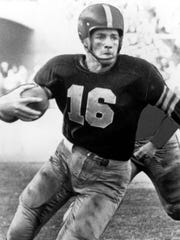 Frank Gifford plays for USC.