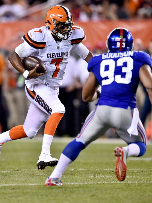 Cleveland Browns quarterback DeShone Kizer (7) rushes for a first down against New York Giants outside linebacker B.J. Goodson (93) in the first half of an NFL preseason football game, Monday, Aug. 21, 2017, in Cleveland. (AP Photo/David Richard)
