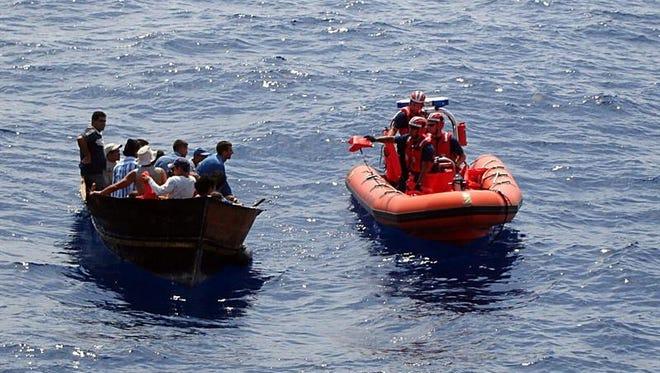 La Guardia Costera estadounidense repatrió a 14 inmigrantes cubanos que intentaron llegar ilegalmente al país y que fueron interceptados en aguas del Estrecho de Florida, informó la institución.