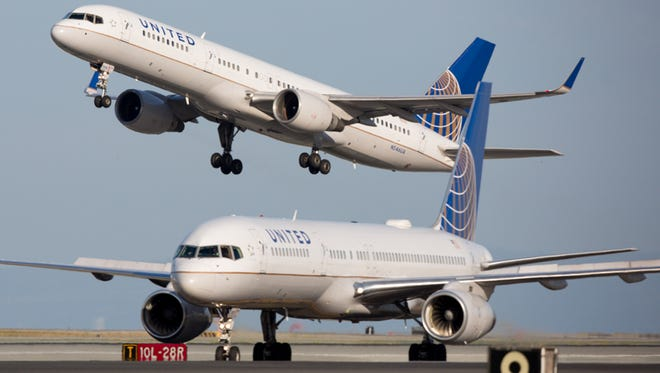 United Airlines Boeing 757s trade places at San Francisco International Airport on Oct. 23, 2016.
