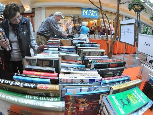 -030112-booksale-fc6.jpg20120301.jpg