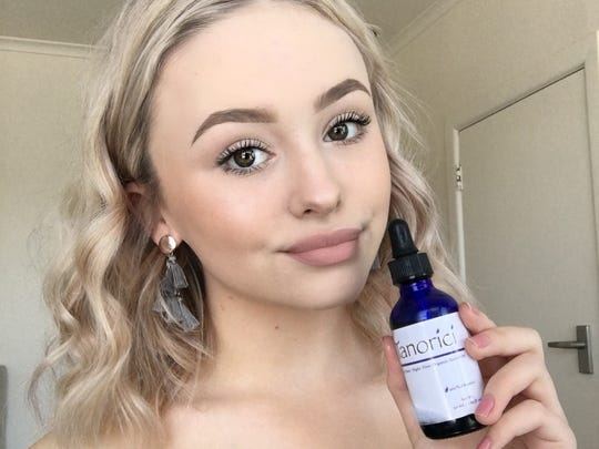 Kristina McNabb, a beauty Instagram influencer, reviewed Tanorici facial oil on her site and loved the results, stating it was especially helpful for her sensitive skin.