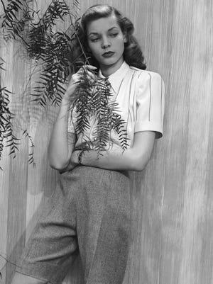 """Lauren Bacall pose pour """"Bazar de Harper"""" en 1943, avant le début de sa longue carrière cinématographique."""