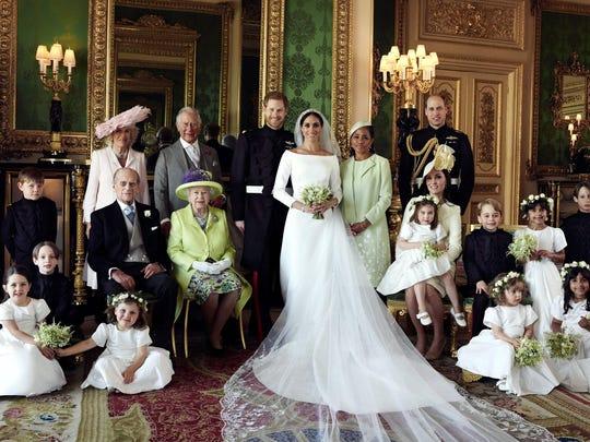 En la imagen con toda la familia se ve, al lado izquierdo de Markle, a su madre, Dorian Rangland.