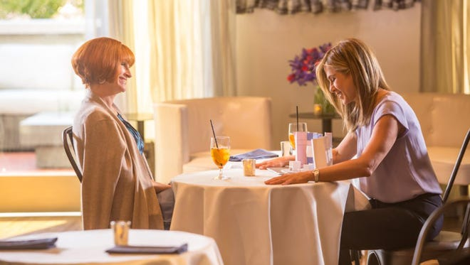 """Jennifer Aniston and Julia Roberts in """"Mother's Day."""" (Ron Batzdorff/Open Road Films)"""