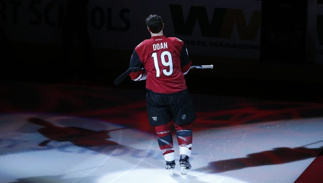 Arizona Coyotes right wing Shane Doan (19) is recognized for his 1500 NHL game and 400 goal before an NHL game against the New York Islanders at Gila River Arena in Glendale on January 7, 2017.