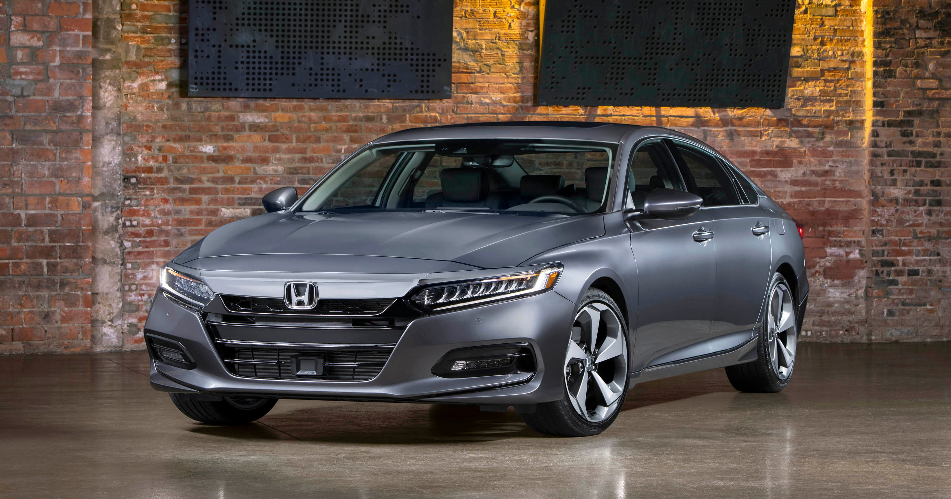 First Drive 2018 Honda Accord Zooms To Front Of Midsize Pack With Turbos New Features