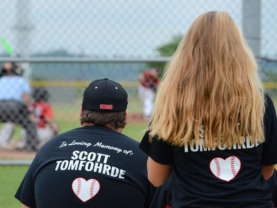 Pewaukee fans show support for starting pitcher Patrick Tomfohrde by wearing T-shirts to honor his dad, Scott, who died from a stroke on May 30.