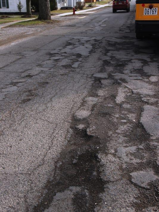 635912200172442202-Potholes.jpg
