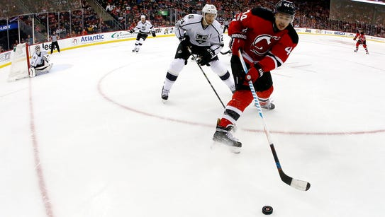 Devils left wing Miles Wood (44) and Los Angeles Kings
