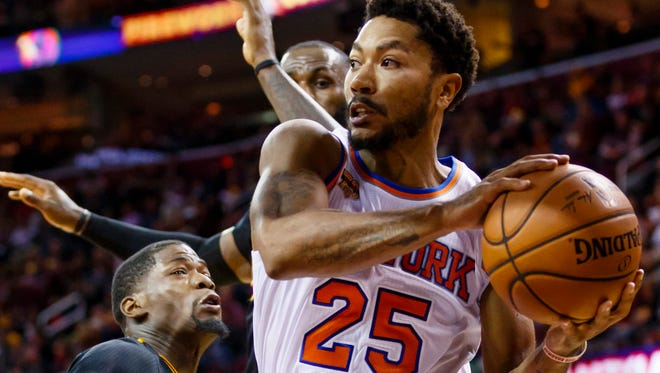 New York Knicks guard Derrick Rose (25) is having trouble adjusting to the triangle offense.