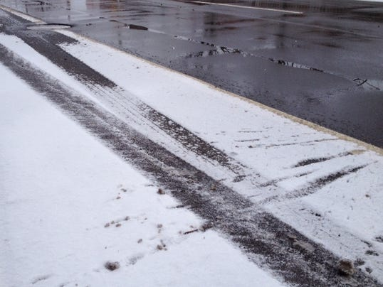 636249315228061567-Road-snow-tracks.jpg