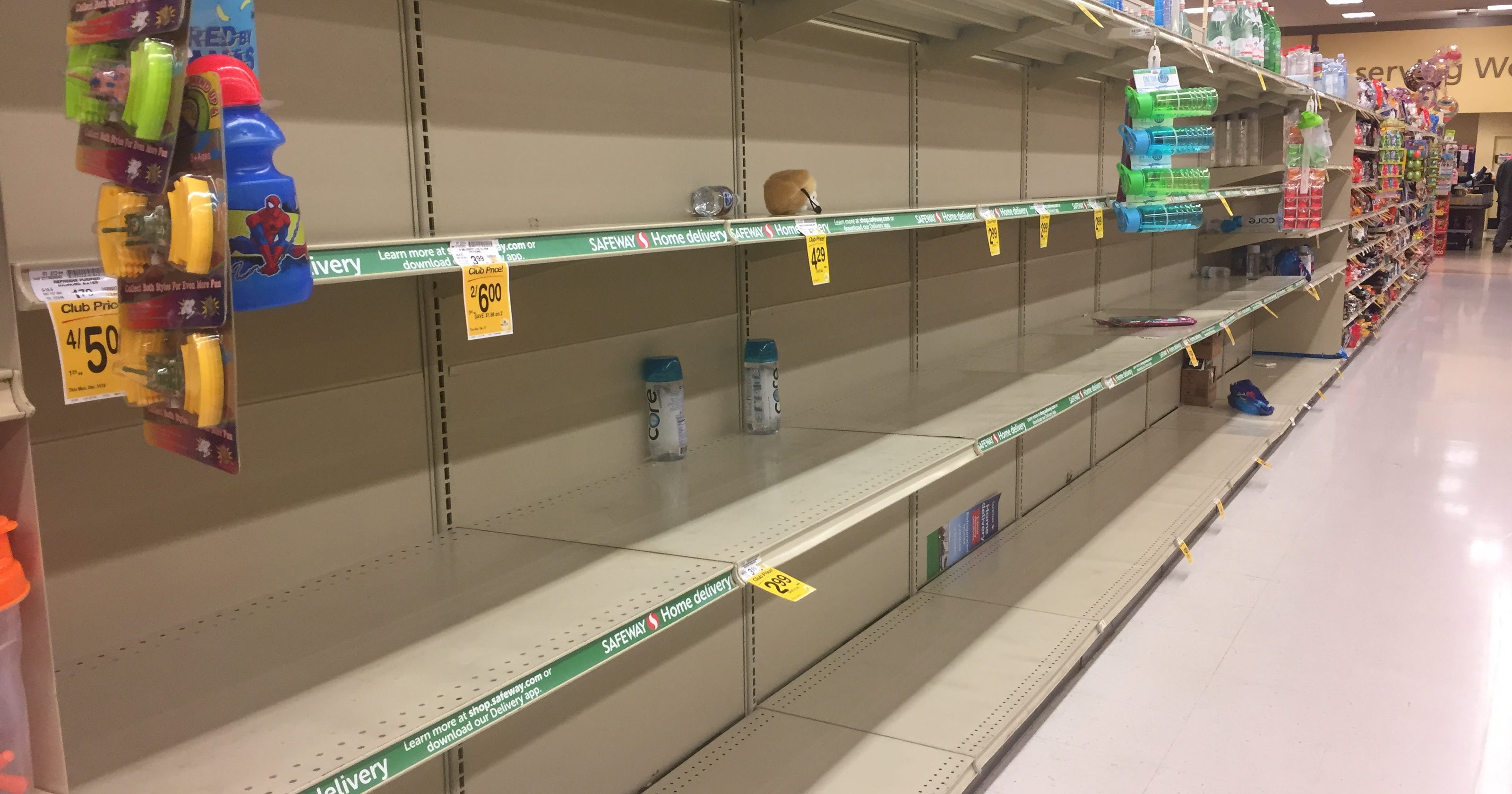 Officials won\'t supply drinking water as Oregon water alert continues