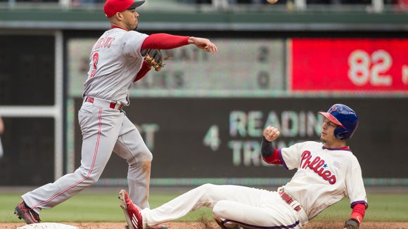 Philadelphia Phillies' Tyler Goeddel, right, is forced out on the fielder's choice as Cincinnati Reds shortstop Ivan De Jesus, left, throws to first during the fourth inning of a baseball game, Sunday, May 15, 2016, in Philadelphia.