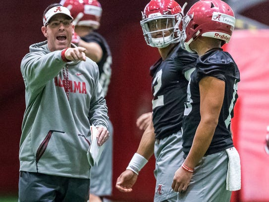 Alabama quarterbacks coach Dan Enos directs passing