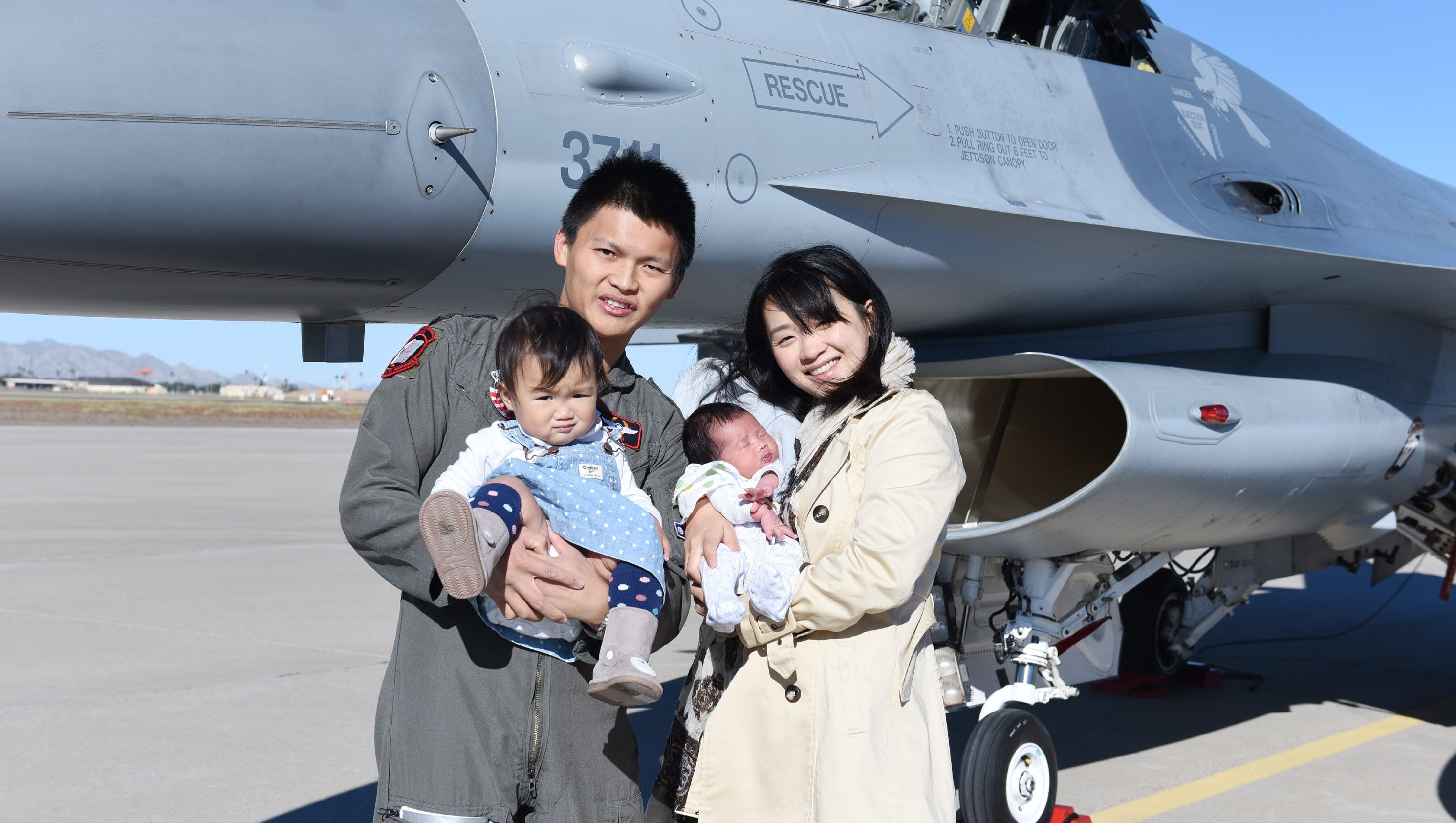 Taiwanese Pilot In Fatal Arizona F 16 Crash Was Father Of 2