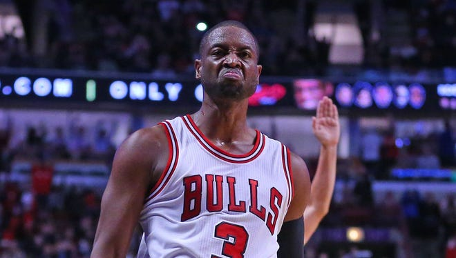 Dwyane Wade scored 22 points on 7-of-18 shooting in his Bulls debut.