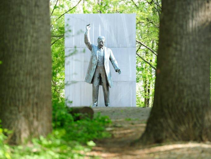 4/27/15 8:52:26 AM -- Washington, CO, U.S.A  -- Theodore