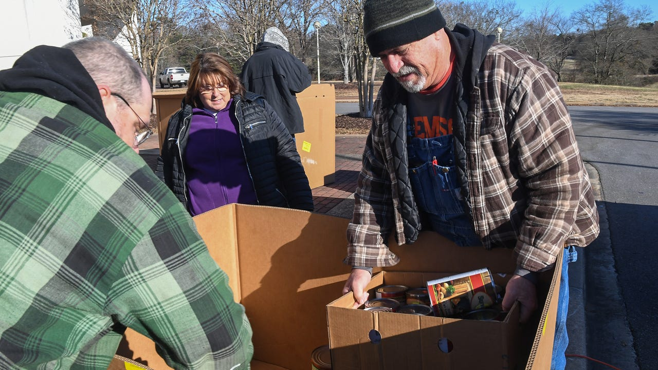 Fishermen in the Striped Bass Challenge 2018 Winter Classic on Lake Hartwell, donate food to Golden Harvest Food Bank at the Civic Center of Anderson on Friday
