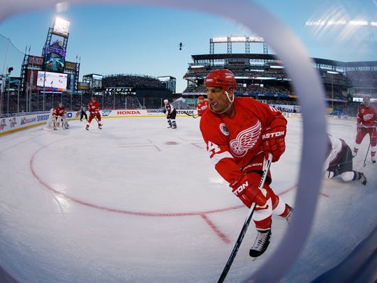 Red Wings defenseman Chris Chelios takes control of