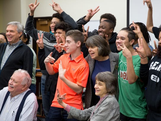 Mary Beth Tinker takes a photo with Roosevelt High students in Des Moines in 2015.