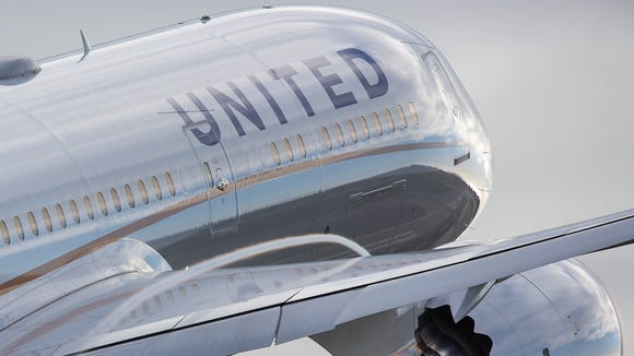 A United Airlines Boeing 787-9 Dreamliner  takes off