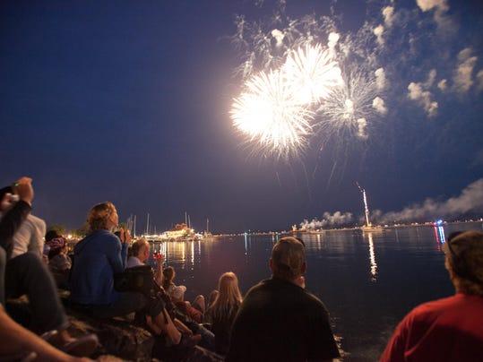 -BUR20150703-Firework-5.jpg_20150703.jpg