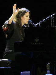 It was just Vanessa Carlton and her piano for a 30-minute