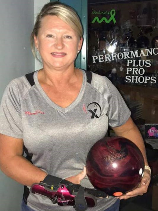636566366165156824-Bowling-lady.jpg