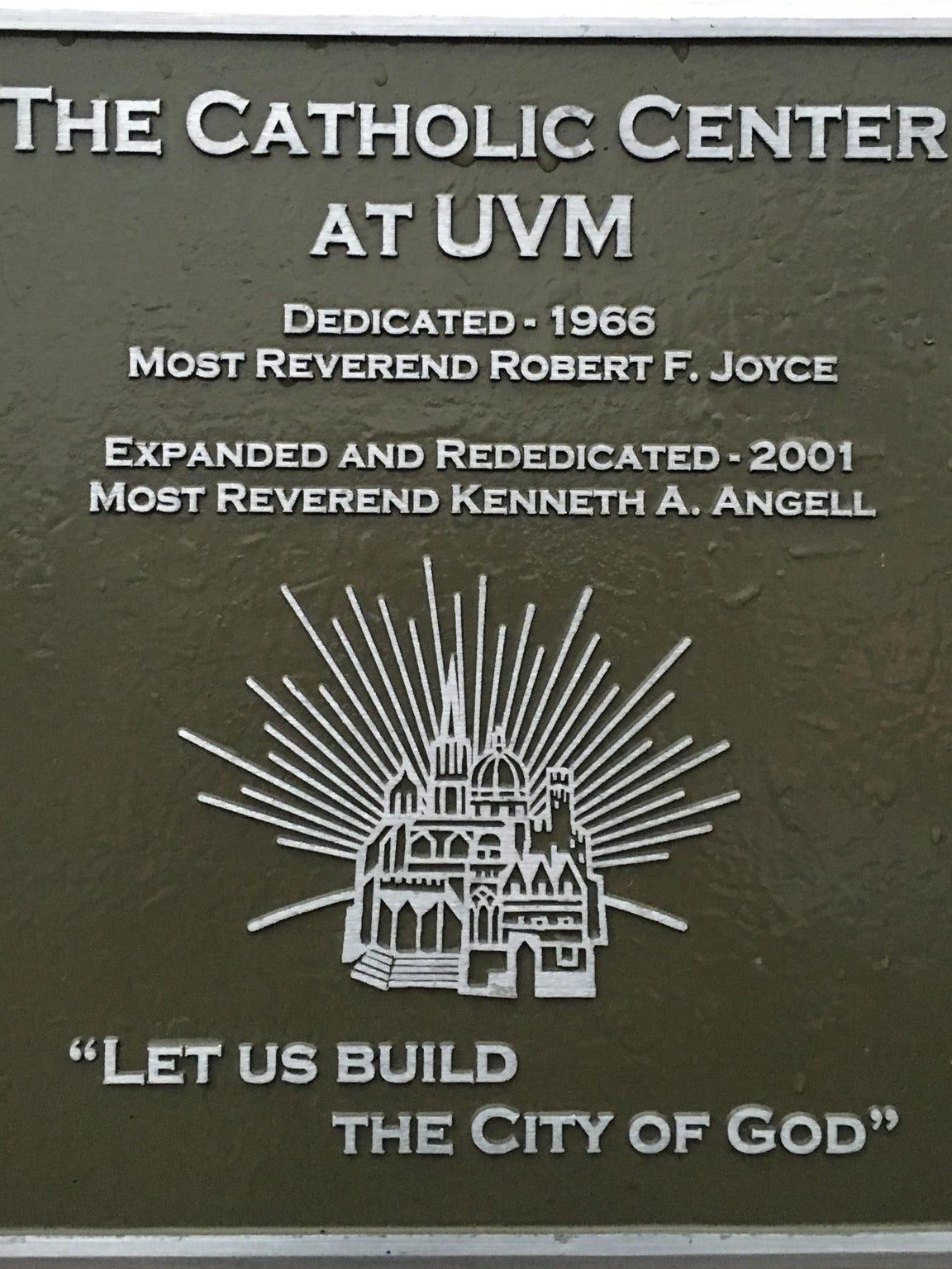 12.CC_exterior-plaque_2001_C