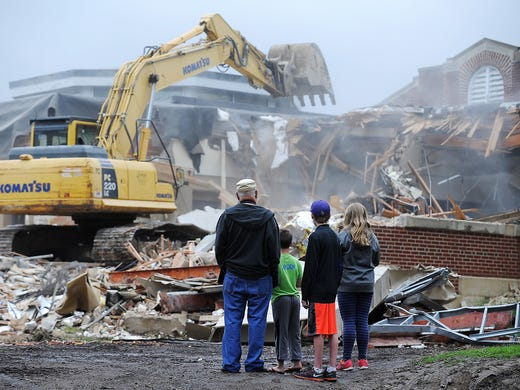 Mark Twain's demolition making way for new school