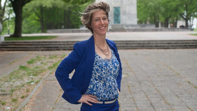 Fordham law professor Zephyr Teachout said Friday she plans to challenge Gov. Andrew Cuomo in a Democratic primary Sept. 9.