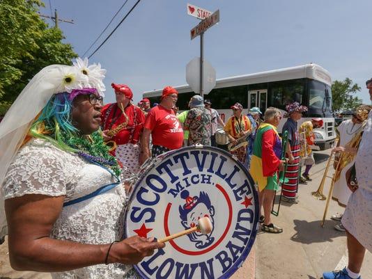 636030839839408682-061116-scottville-clown-ban.jpg