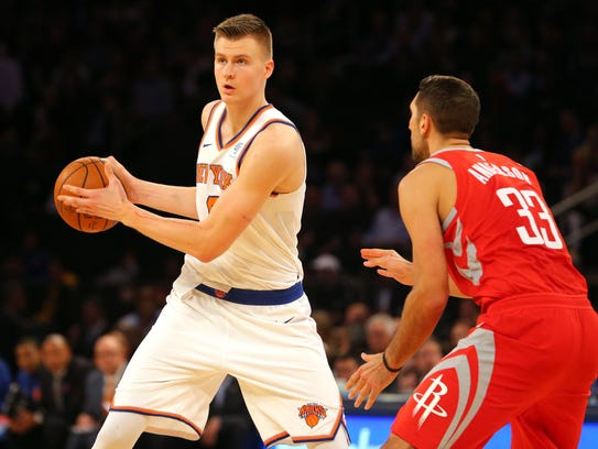 Knicks power forward Kristaps Porzingis (6) controls