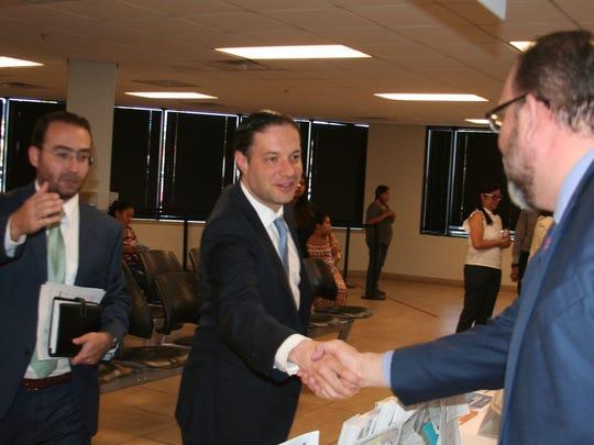 El doctor Benito Mirón realizó una visita al Consulado