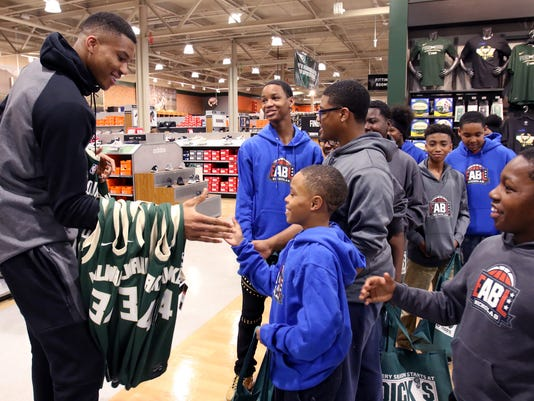 Antetokounmpo suprises Boys and Girls Club youth with jerseys, shopping spree at DICK'S Sporting Goods