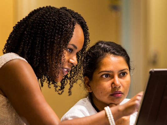 636575170144690321-Alumna-Marlisha-Edwards-M.D.-left-who-practices-in-Tallahassee-with-student-Sangeeta-Nair-Collins-Photo-by-Colin-Hackley-FSU-College-of-Medicine-.jpg