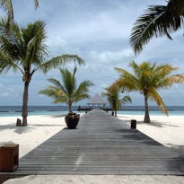 Why is this honeymoon destination in disarray? Maldives explained