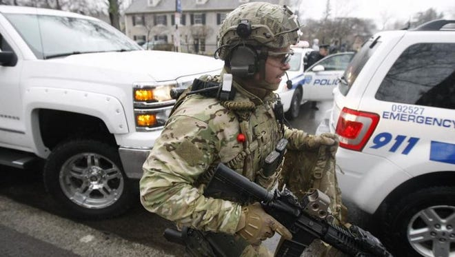 The SWAT team is called in to help with the hostage situation on Park Avenue Wednesday morning, April 8, 2015.