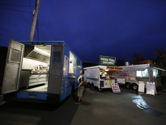635800261868237115-foodtrucks