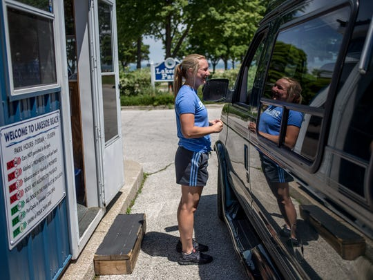 Sydney Grygorcewicz, 18, of Port Huron, helps drivers