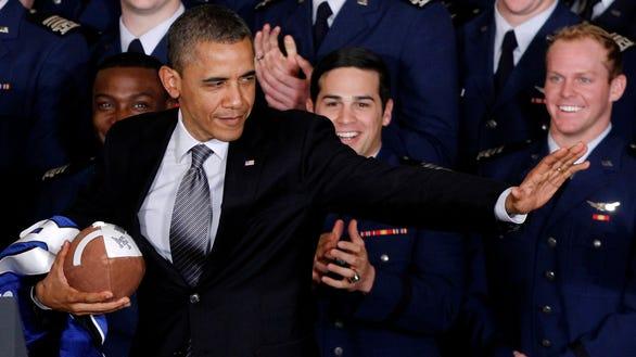 AP Obama Football_001