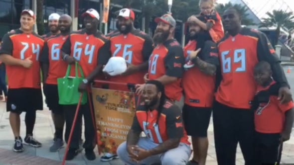 The Bucs offensive linemen gave out Thanksgiving meals