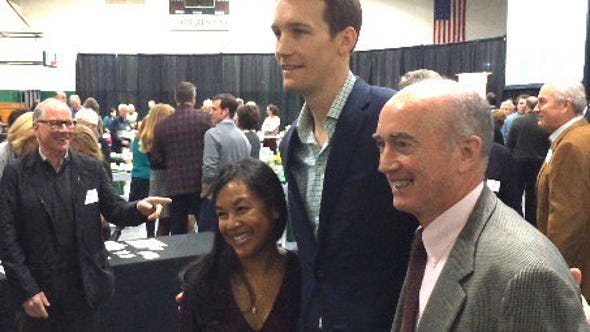 Mike Dunleavy Jr. (center)