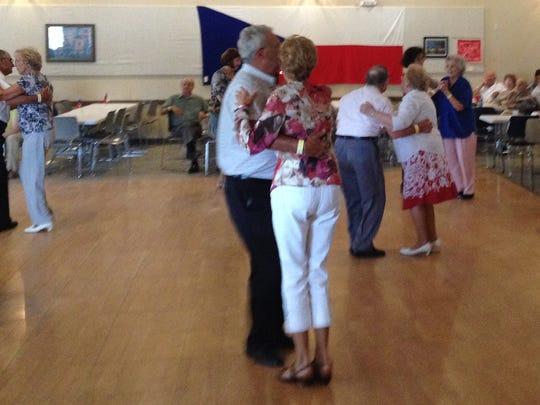 -KEW 0809 Czech Festival dancing.JPG_20140805.jpg