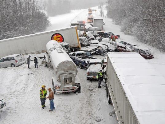 AP I-81 CRASHES A USA NY