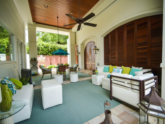 Moss recently updated her white patio furniture with
