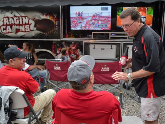 Cajun fans tailgaiting and waiting out the rain to