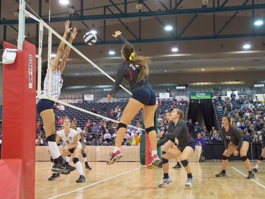 636145682020287303-Teurlings.vs.Ursuline.State.Volleyball.11.12-6552.jpg