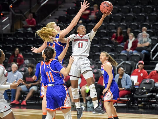 Jaylyn Gordon puts up a layup during the Cajuns' 79-76